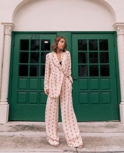 """Fashion Blogger Stephanie Hill shares """"Why I Struggle with IG Stories"""" on The Style Bungalow"""