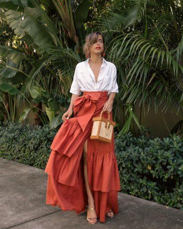 Blogger Stephanie Hill wears #ootd featuring Johanna Ortiz linen skirt